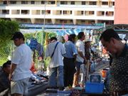Vendors and shoppers